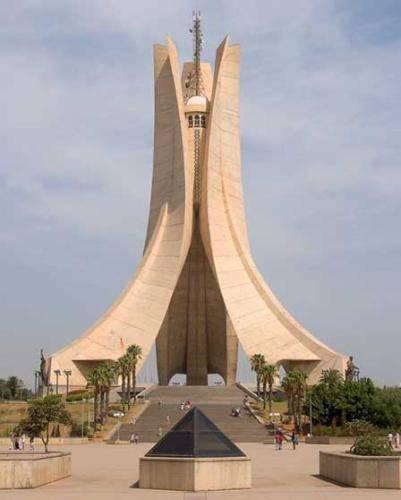 مقام الشهيد بمدينة الجزائر